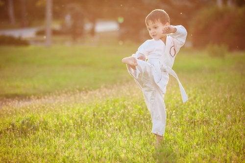Lejos de ser violentas, las artes marciales para niños transmiten importantes enseñanzas a los pequeños.