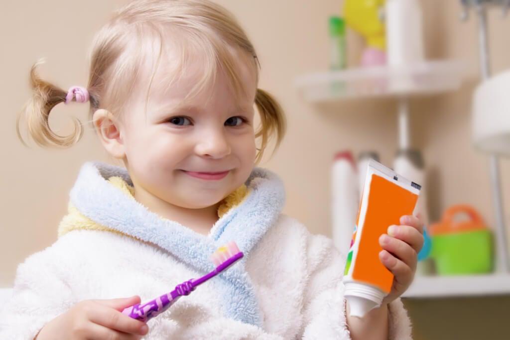 La salud bucal y dental es la mejor medida para prevenir la lengua geográfica en niños.