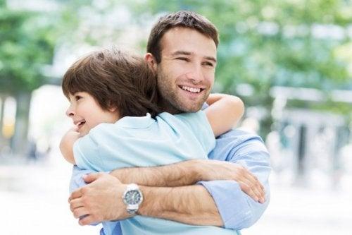 El cariño entre padres e hijos debe estar siempre.