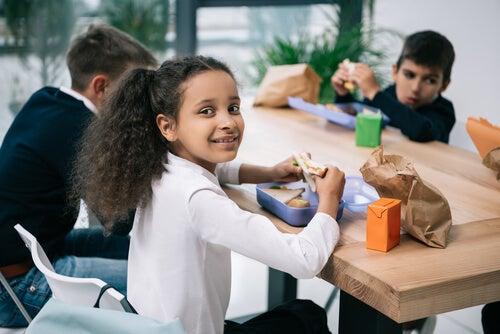 Comer en el colegio debe ser una actividad de relajación y placentera.