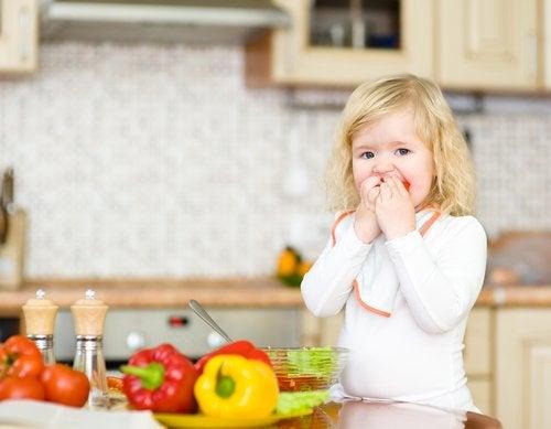Los niños que padecen neofobia alimentaria rechazan muchos alimentos.
