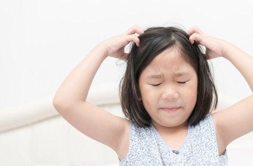 ¿Qué hacer para que mi hijo no coja piojos en el colegio?