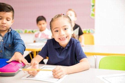 Cuando el niño llega a la edad para empezar a ir a la escuela, inicia otra etapa de su vida