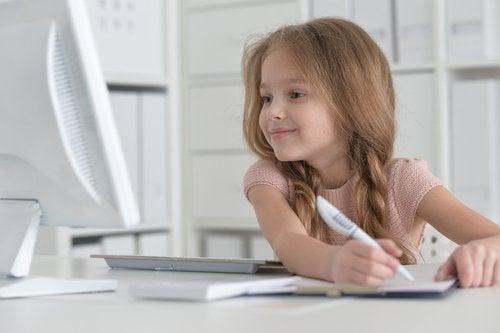 Los cursos de informática para niños les servirán para el uso de los ordenadores como herramientas educativas.
