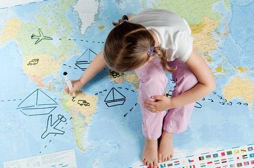 Voyager depuis l'enfance ouvre l'esprit des enfants à de nouveaux concepts et expériences.