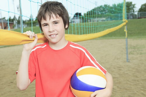 El voleibol es un deporte que puede ser practicado en familia.