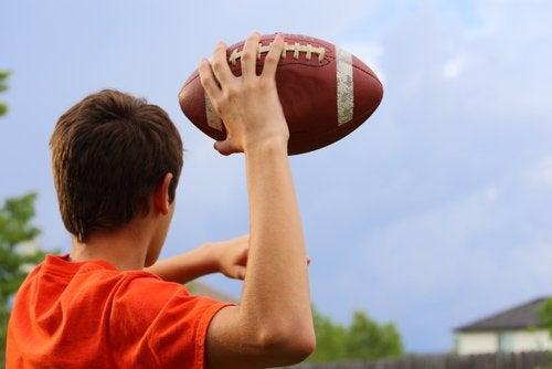 La fuerza es un requerimiento elemental en el fútbol americano.