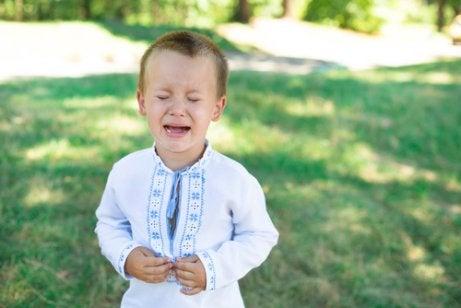 La queja en los niños suele estar acompañada de berrinches.
