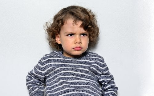 Cuando se enojan, los niños recurren a la ley del hielo para presionar a sus padres.