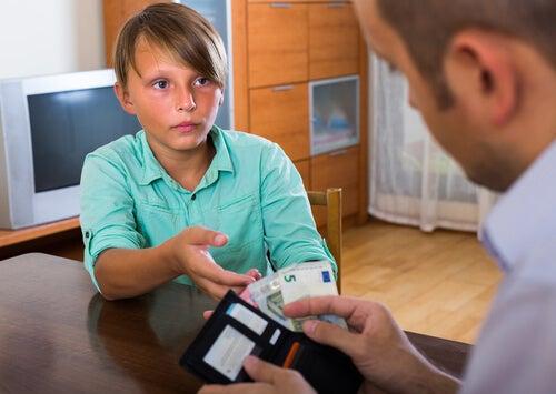 La educación financiera en nuestros hijos debe comenzar tan pronto como sea posible.