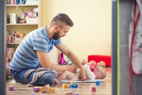 Trabajar desde casa permite cuidar a los niños al mismo tiempo.