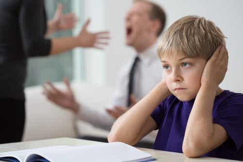 ¿Cómo manejar una discusión delante de los niños?