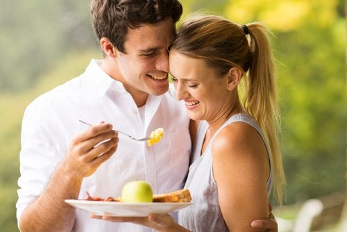 Tanto el hombre como la mujer deben seguir una dieta recomendada para la fertilidad si están en busca de un hijo.