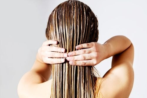 Teñir el pelo durante la lactancia requiere de ciertos cuidados especiales.