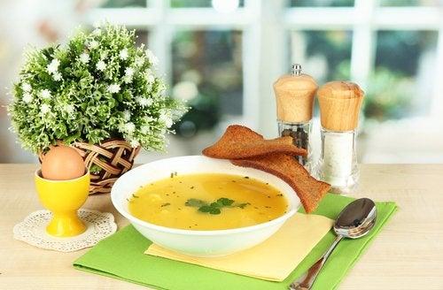 Las sopas son otra excelente alternativa para los bebés.