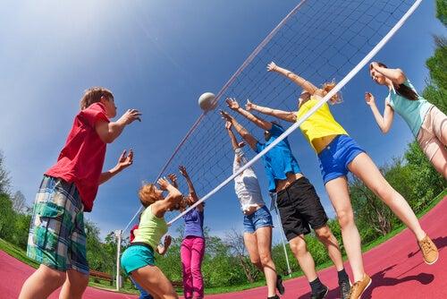 El voleibol permite mejorar la capacidad de reacción.