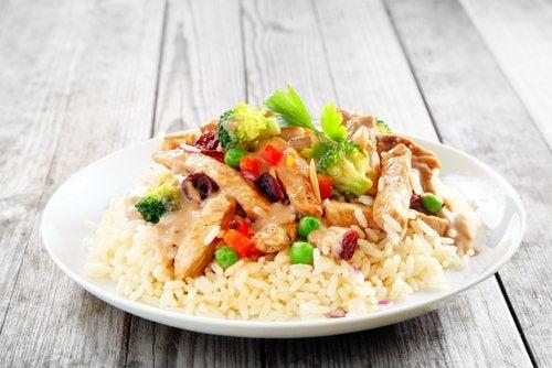 El arroz con pollo, infaltable entre las recetas para embarazadas con bajo peso.