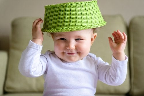 La inteligencia sensoriomotriz incluye la incorporación de nuevos movimientos.