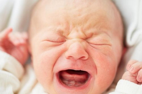 Bien que cela semble impossible, il existe certaines stratégies pour que le bébé arrête de pleurer.