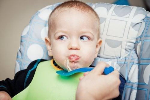 Las recetas de cuchara para bebés de 9 a 12 meses permiten incorporar sabores a su alimentación.