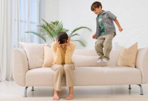 Los berrinches son normales en los niños desobedientes.