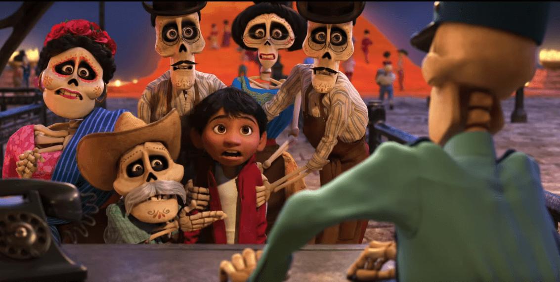 Miguel cae en el mundo de los muertos y se encuentra con sus parientes difuntos.