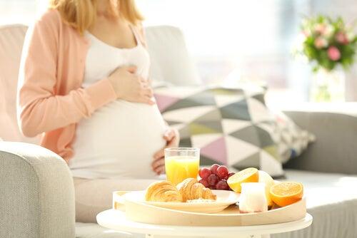 8 alimentos que no debe comer una embarazada