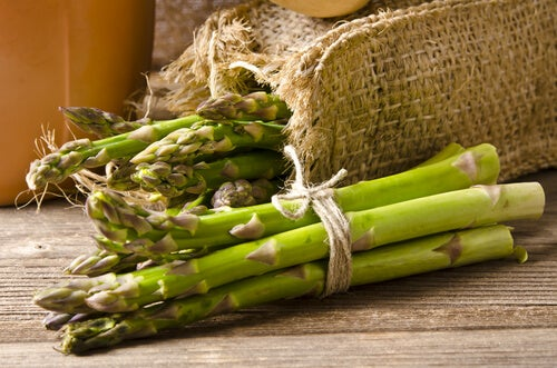 Los espárragos verdes son una excelente opción para preparar un salteado de verduras.