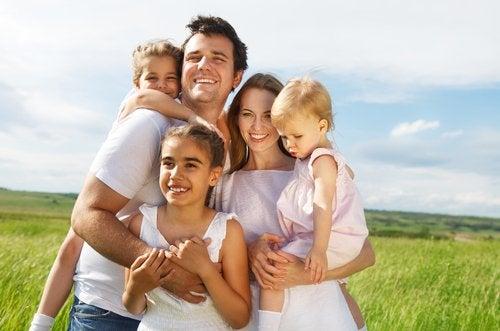 En muchos países, las familias numerosas son aquellas con tres o más hijos.