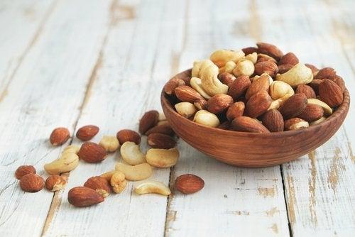 Los frutos secos contienen ácido fólico.