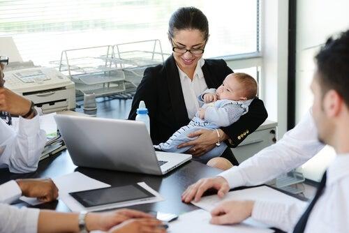 Madres y directivas: una misión posible