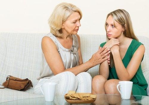La contención de los padres es fundamental para superar los miedos en la adolescencia.