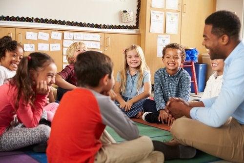 Organizar el aula según el método Montessori implica libertad de movimientos y accesibilidad.