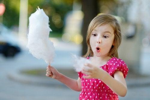 Es importante conocer cuánta azúcar deben tomar los niños.