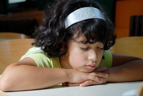 La hipersomnia en niños les afecta en sus actividades cotidianas.