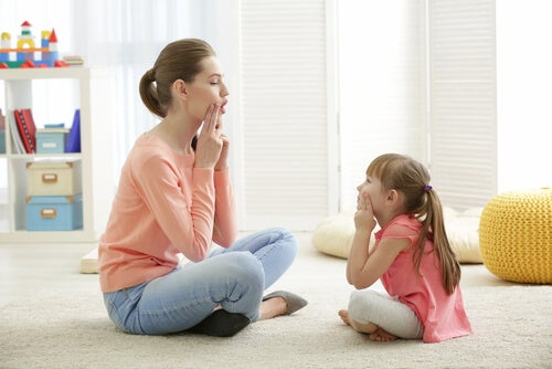 Los errores que cometen los padres cuando un niño pronuncia mal