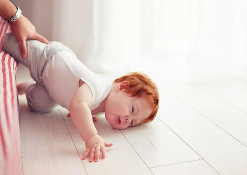 Las caídas y los niños, un binomio muy común