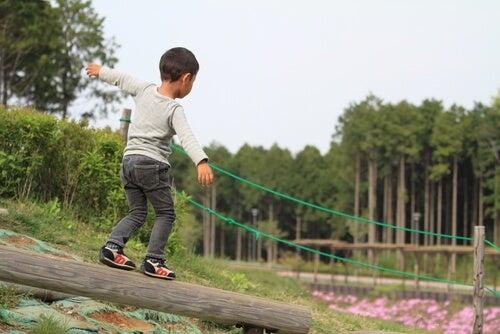 7 ejercicios para mejorar el equilibrio de los niños