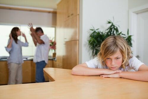 Discutir delante de los niños es un error.