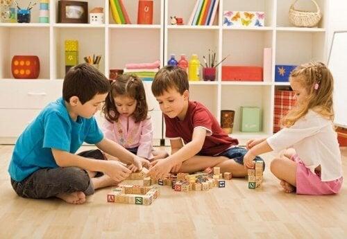 Crear una zona de juegos para niños requiere un poco de creatividad y algo de espacio.