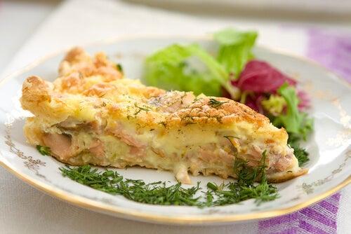 El pastel de salmón es una de las recetas saludables para el tercer trimestre de embarazo.