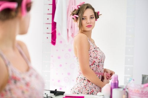 Los cambios hormonales en la adolescencia producen alteraciones en el cuerpo de las mujeres.