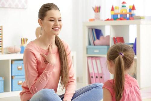 Qué no debes hacer cuando un niño pronuncia mal.