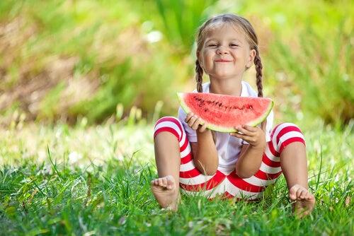 ¿Cómo hablar de la alimentación a los niños?