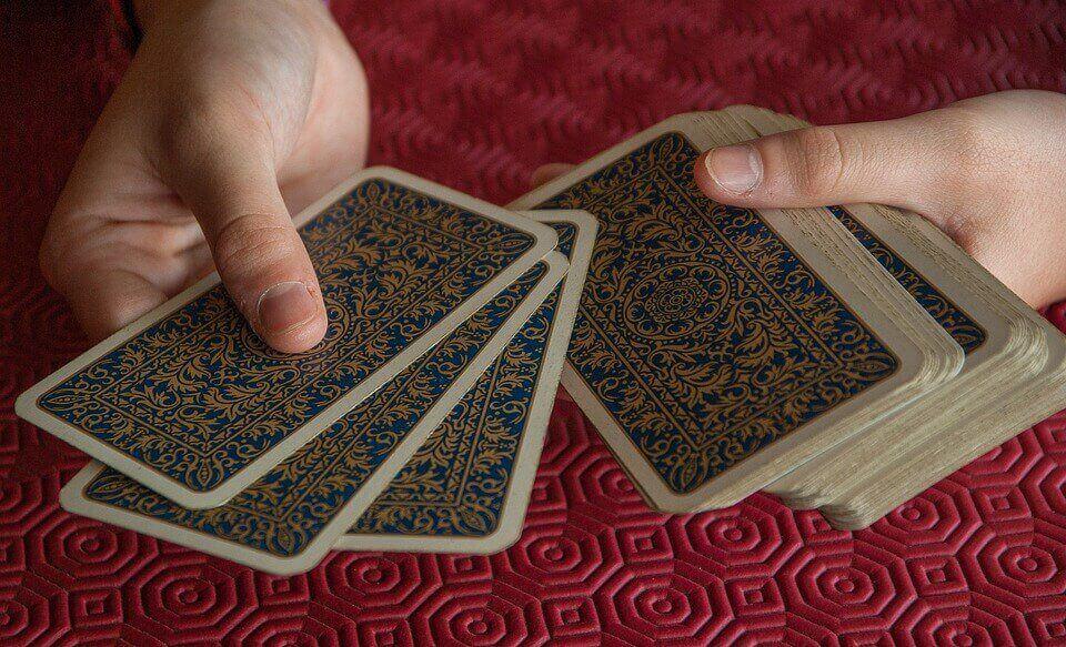 Los juegos de cartas para niños permiten ejercitar las matemáticas.