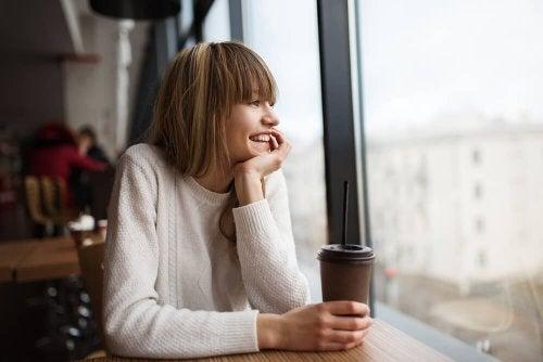 La soledad en la adolescencia no siempre implica sentimientos negativos.