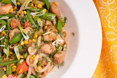 Las ensaladas también son una gran opción en cuanto a recetas sin gluten para el segundo trimestre de embarazo.