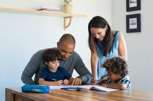 Las familias de acogida contienen a los niños en los diferentes aspectos de sus vidas.
