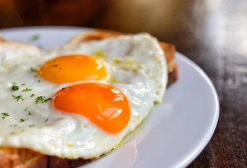 El huevo no debe faltar en las comidas de las progenitoras, sobre todo en los desayunos.