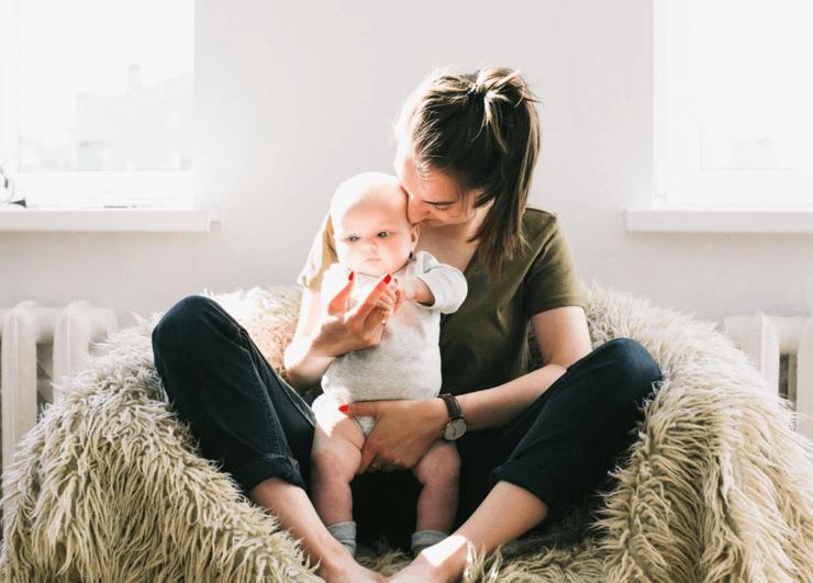 La excedencia por maternidad o paternidad es un derecho de los padres.